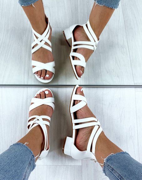 Sandales blanches à multiples brides croisées
