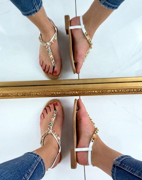 Sandales blanches à tissus coloré et chaine dorée