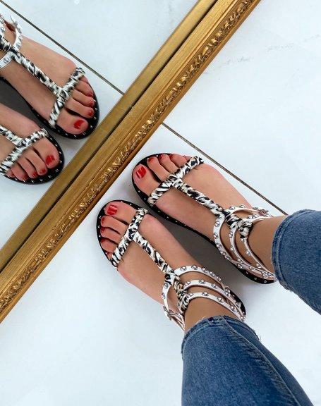 Sandales blanches cloutées à tissu léopard