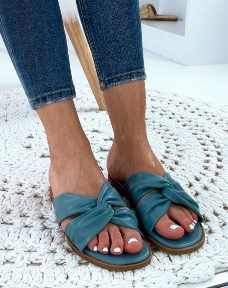 Sandales bleu plates à brides entrecroisées