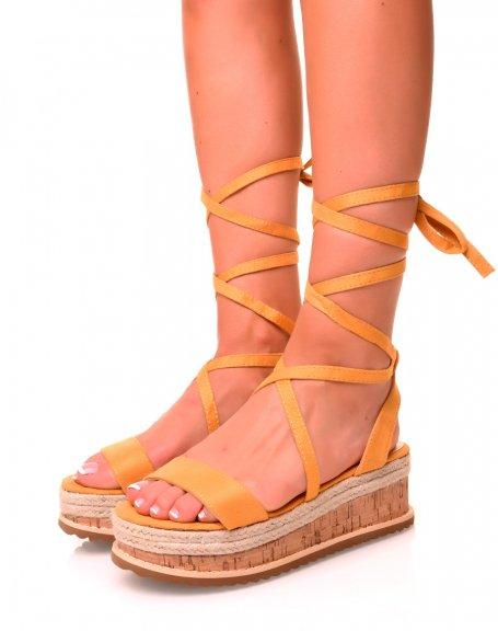 Sandales compensées en suédine jaune à lacets