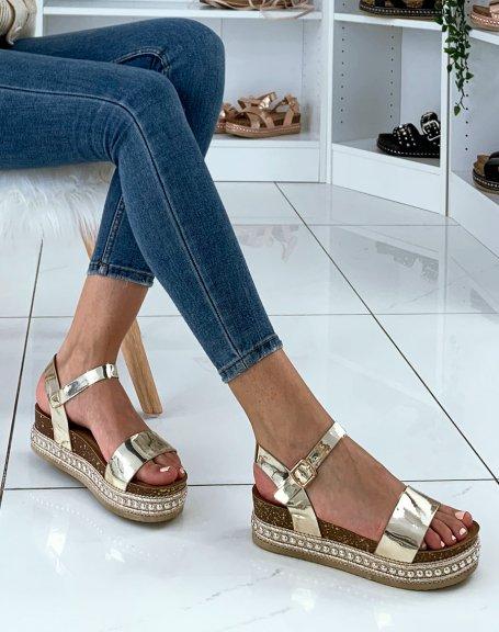 Sandales dorées à semelles compensées