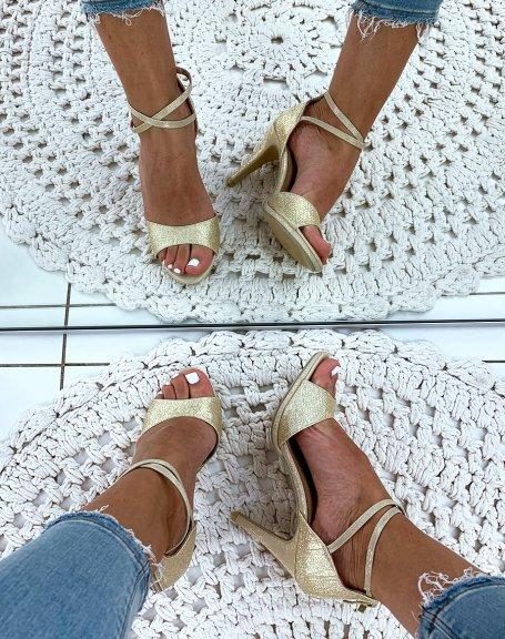 Sandales dorées pailletées à talons aiguilles