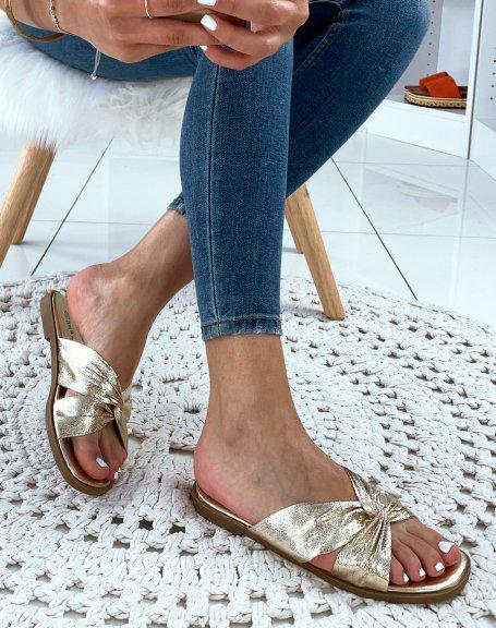 Sandales dorées plates à brides entrecroisées