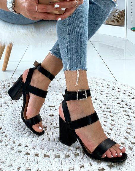 Sandales en similicuir noires à talons carrés et multiples brides