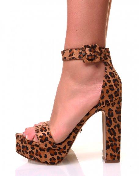 Sandales en suédine à plateforme léopard