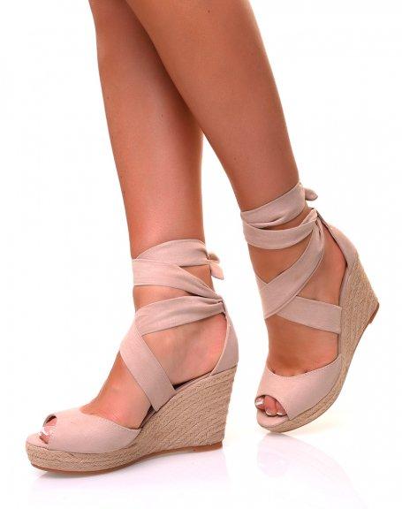 Sandales en suédine beige à talons compensés