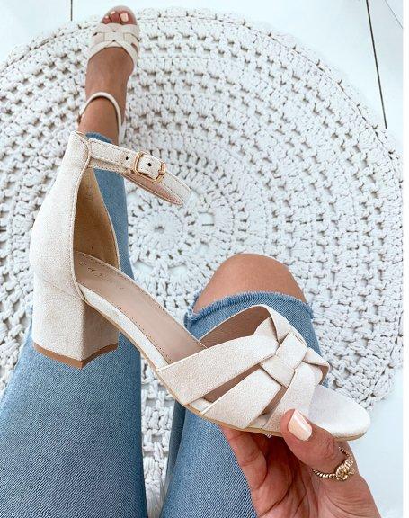 Sandales en suédine beiges à petits talons carrés et larges brides fantaisies