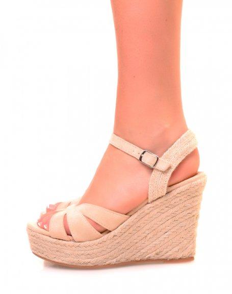 Sandales en suédine beiges à talons compensés