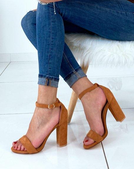 Sandales en suédine camel à talons carrés