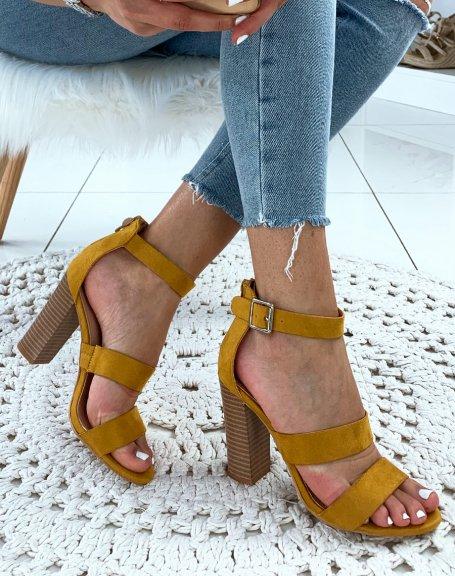 Sandales en suédine jaunes à talons et à multiples brides
