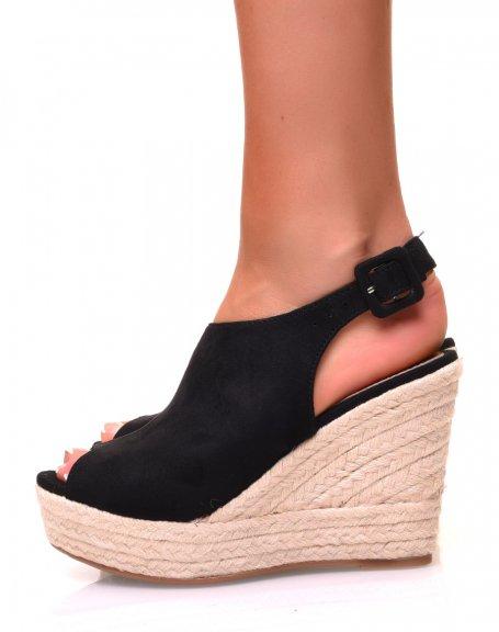 Sandales en suédine noire ajourées à l'avant et à talons compensés
