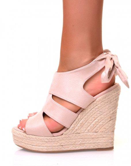 Sandales en suédine nude à talons compensés