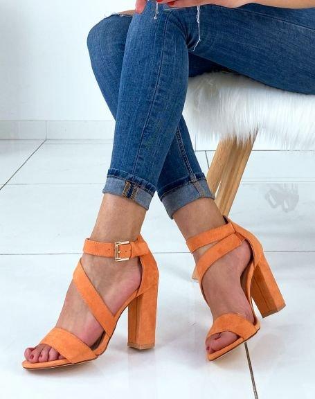 Sandales en suédine oranges à multiples brides et à talons carrés