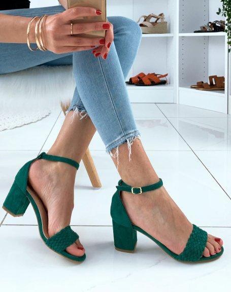 Sandales en suédine vertes à talons carrés et à bride tressée