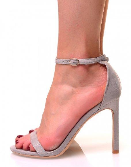 Sandales grises en suédine à talons aiguilles