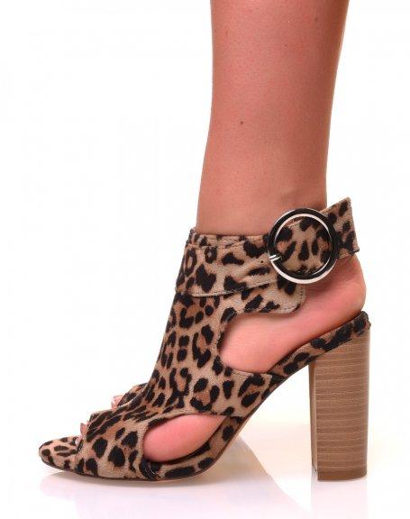 Sandales léopard ajourées à talons en suédine