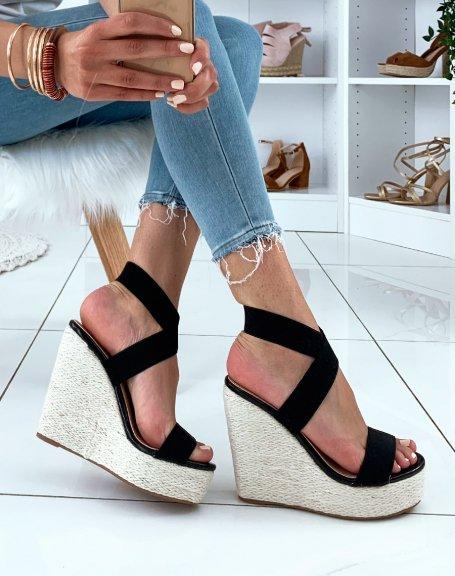 Sandales noires à talons compensés en osier