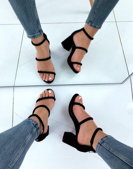 Sandales noires en suédine à multiples lanières et à talons carrés