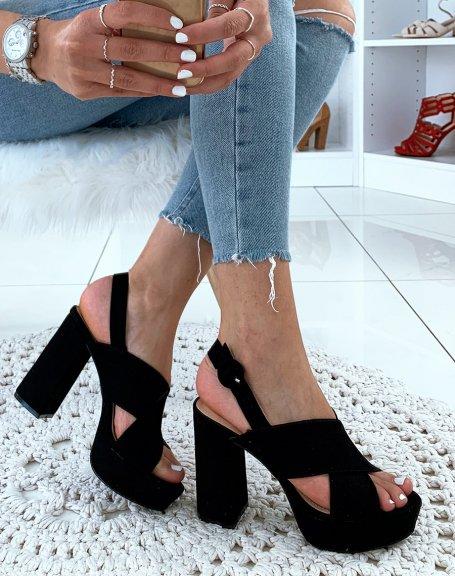 Sandales noires en suédine à talon et à lanières entrecroisées
