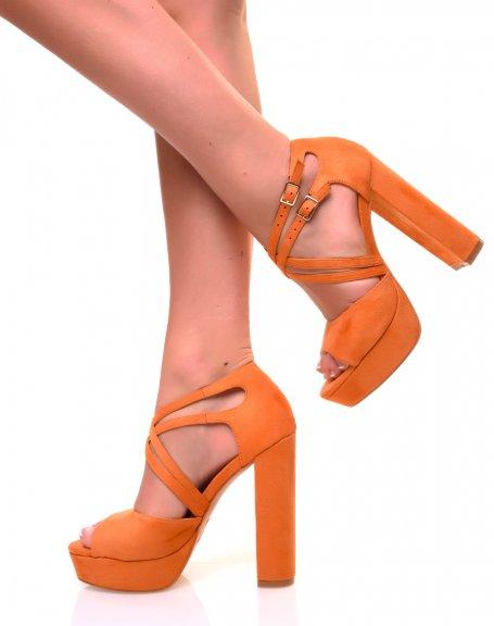 Sandales oranges à talons carrés et multiples lanières