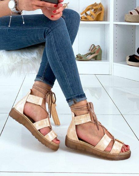 Sandales plates beiges avec lacets chevilles