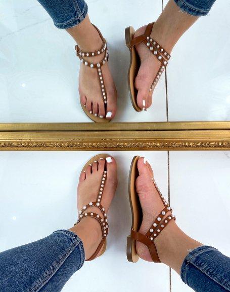 Sandales plates camel à entre-doigts perlés