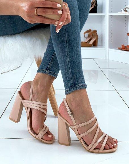 Sandales roses nude à multiples lanières et à talons carrés