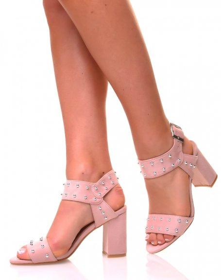 Sandales roses ouvertes ajourées de perles métalliques
