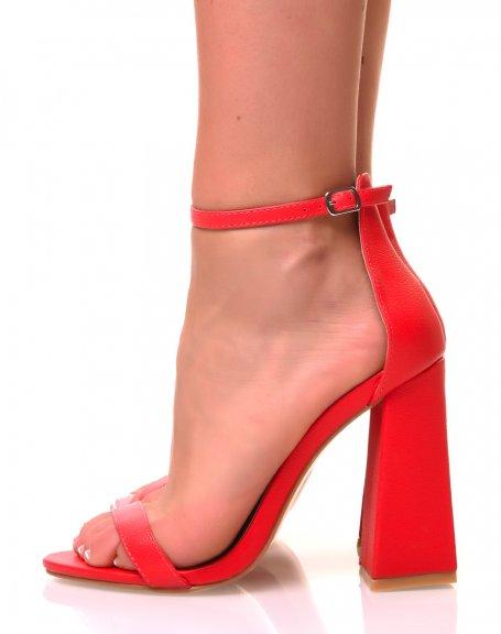 Sandales rouges à talons carrés