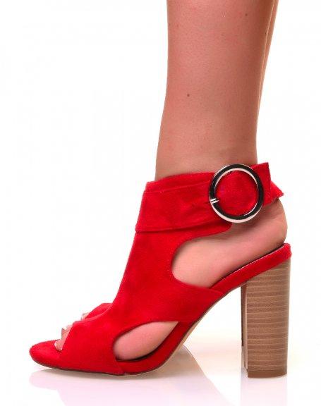 Sandales rouges ajourées à talons en suédine