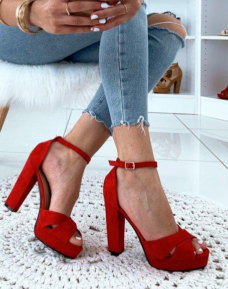 Sandales rouges en suédine à talon carré et à plateforme