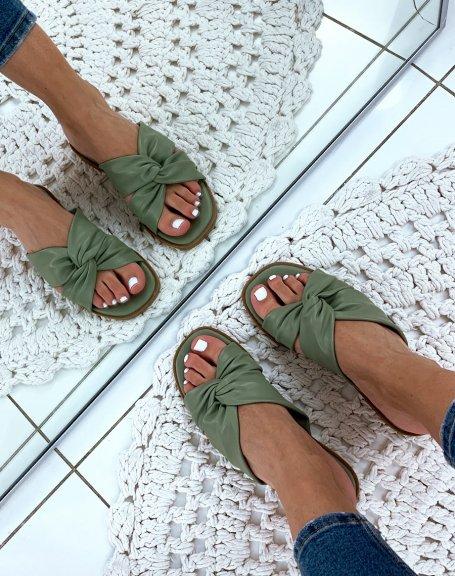 Sandales vertes plates à brides entrecroisées
