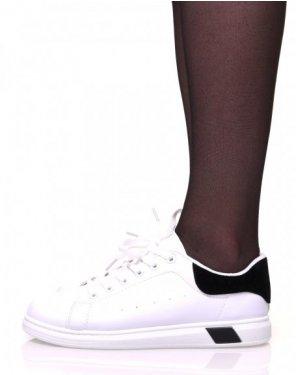 Baskets blanches à lacets avec détails noirs