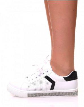 Baskets blanches à paillettes noires et semelles à strass