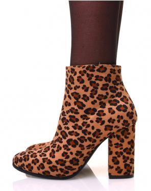 Bottines léopard en suédine à talon