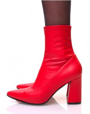 Bottines rouges à talons carrés et bouts pointus effet chaussette