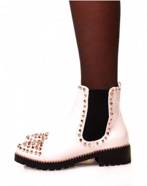 Chelsea boots blanches vernies ajourées de clous