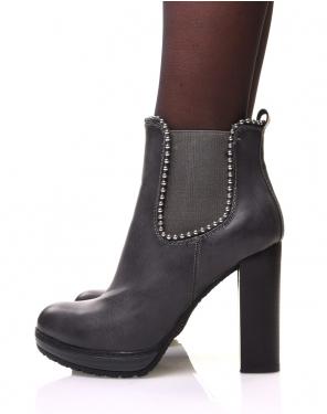 Chelsea boots grises à talons et détails perles