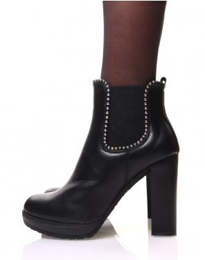 Chelsea boots noires à talons et détails perles