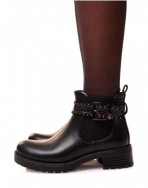 Chelsea boots noires ajourée d'une lanière cloutée