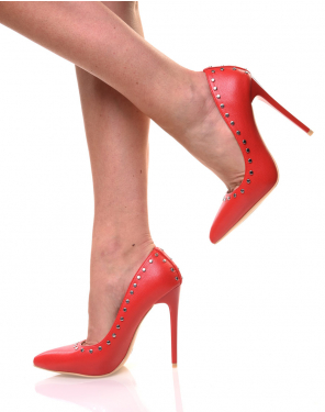 Escarpins rouges cloutés