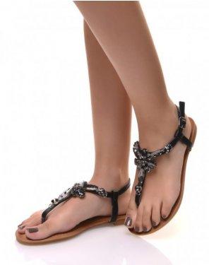 Nu-pieds noirs ornés de bijoux