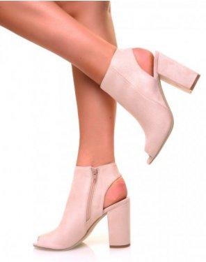 Sandales à talons carrés en suédine nude fermées