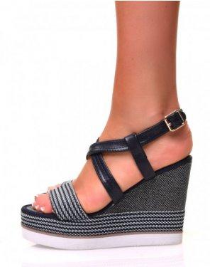 Sandales à talons compensés tressés et à multiples lanières