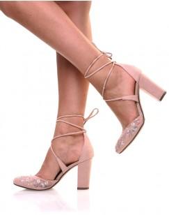 Sandales à talons rose à broderies