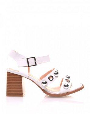 Sandales blanches brides à œillets