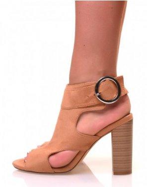 Sandales camelles ajourées à talons en suédine