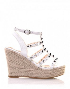 Sandales compensées blanches cloutées