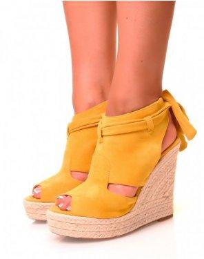 Sandales compensées en suédine jaunes